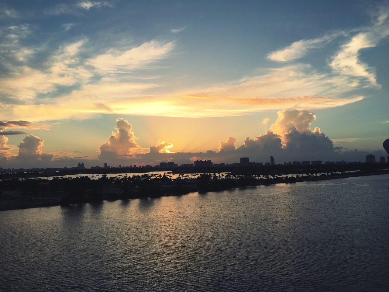 sky, cloud - sky, sunset, water, waterfront, river, nature, scenics, beauty in nature, outdoors, no people, architecture, building exterior, tranquility, built structure, city, cityscape, day