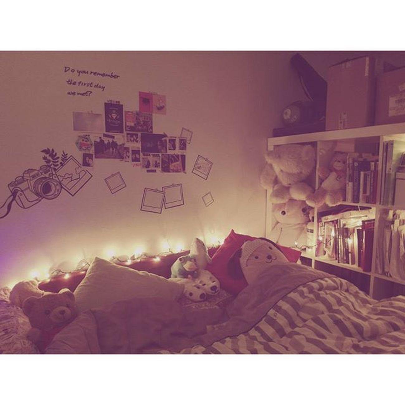 メリクリスマス🎄 メリクリスマス 部屋 This is the room which i want since i was a child, a Christmas room ! There is light everywhere in this area! 我夢寐以求的小房間,聖誕節味道的樣子,燈光佈滿整個房間。