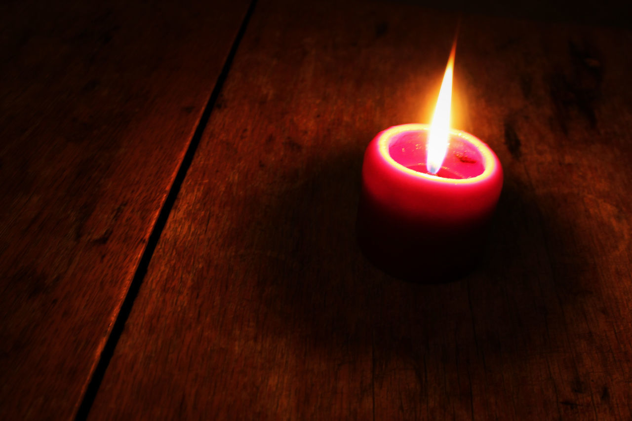 Low Burning Candle on a Wooden Table Burning Candle Candle Candle Flame Candle Light Candlelight Candles Close-up Fire Flame Heat - Temperature Illuminated Indoors  Meditation Meditation Place Peace Peaceful Quiet Moments Quiet Places Red Relax Shadow Shadows & Lights Table Wooden Texture