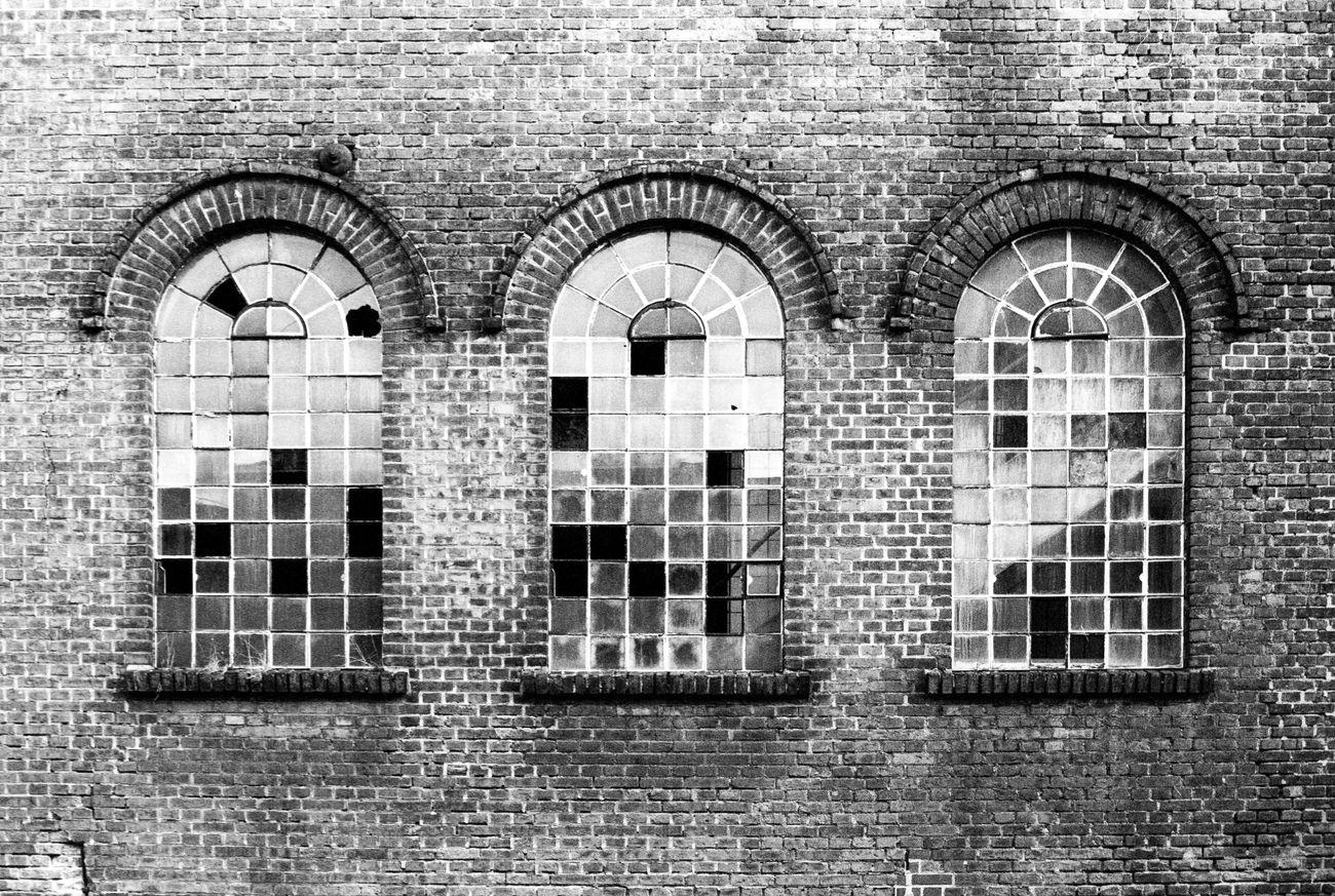 Location: Hilgerstraße Canon EOS 50E | Superpan 200 -> 400 | D-76 Blackandwhite Brick Wall Canon EOS 50E EyeEm Best Shots - Black + White Film Photography Historic History Kodak D-76 Monochrome Rollei Superpan 200