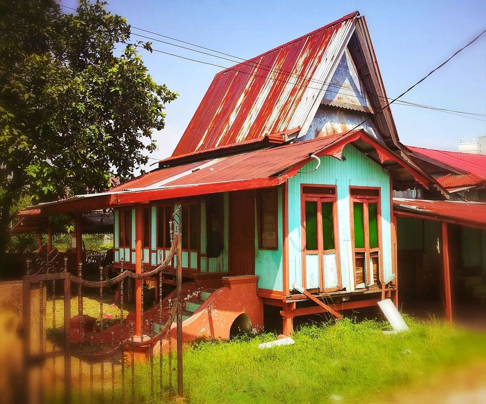 HuaweiP9 Huaweiphotography Snapseed Country Life Dorf Village Kampung House Kampung Melayu Rumah LoinDeTout Reisen Reiselust Voyageur Idyll Coloursplash Color Bunte Couleur Vives Outdoors Day Building Exterior Architecture No People Sky