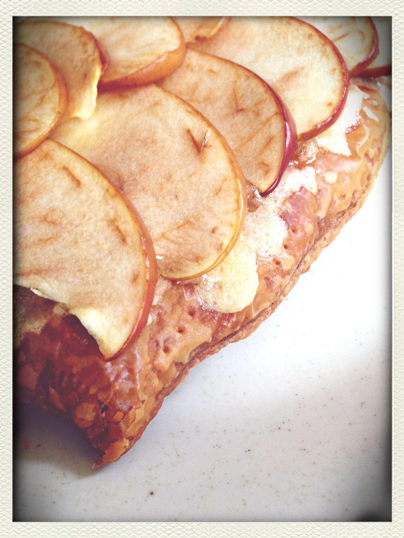 りんごパイ。dans La Natureのなつえさんの本【ももの木 なしの木 りんごの木】より。