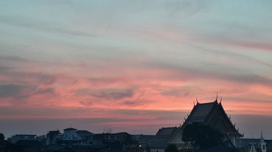 Sunset in Bangkok Sunset Cloud - Sky Thai Architecture Dramatic Sky Sky First Eyeem Photo Thailand Temple Architecture Landscape Clouds And Sky Sunset And Clouds  Watthai Chao Phaya River Yodpriman Riverside Yodpiman