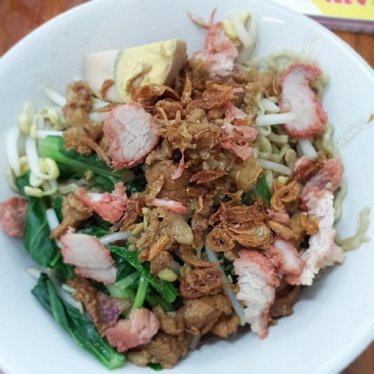 Makanan tengah malam Supper Bakmi Noodle Ayam delicious midnight witk agus, fera n jule
