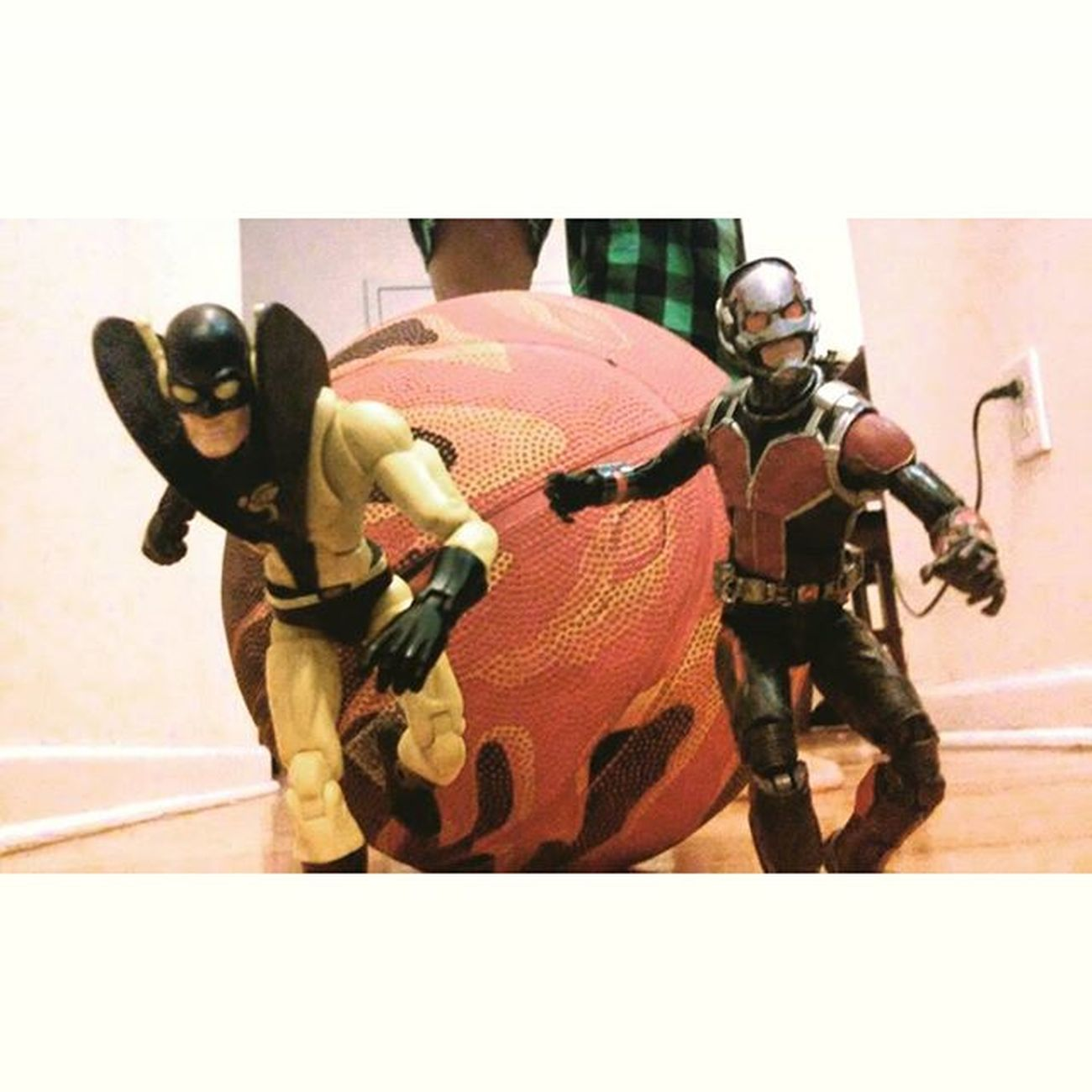 """Hope you get squashed first daron"" ""Well see about that scott"" Antman Yellowjacket Daroncross Scottlang Hankpymm Marvellegends Infiniteseries Toybiz Toysrmydrug Toys4life Toyslagram Figures Actiontoyart Avengers Actionfigures Disney Articulatedcomicbook Actionphotography Nerd Comics Figurecollection Tcb_peekaboo Hasbro Tcb_flyupandaway Collector collection mcu marvelentertainment"