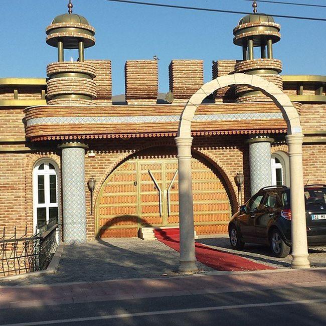 Konya selçukludan esinlenerek yapılmış bir bina
