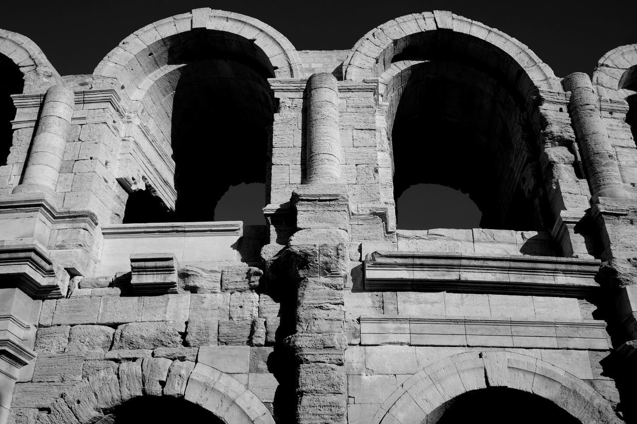 Ancient Ancient Civilization Arcade Archeology Architecture Arena Arles Black & White Black And White Blackandwhite Photography Built Structure Camargue Damaged Eye4photography  EyeEm Best Shots EyeEm Gallery Façade Famous Place France From My Point Of View Historical Building History Old Old Ruin The Past