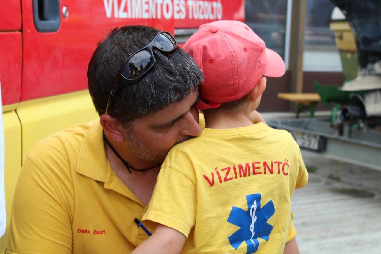 Woter Rescue Rescue Son Love