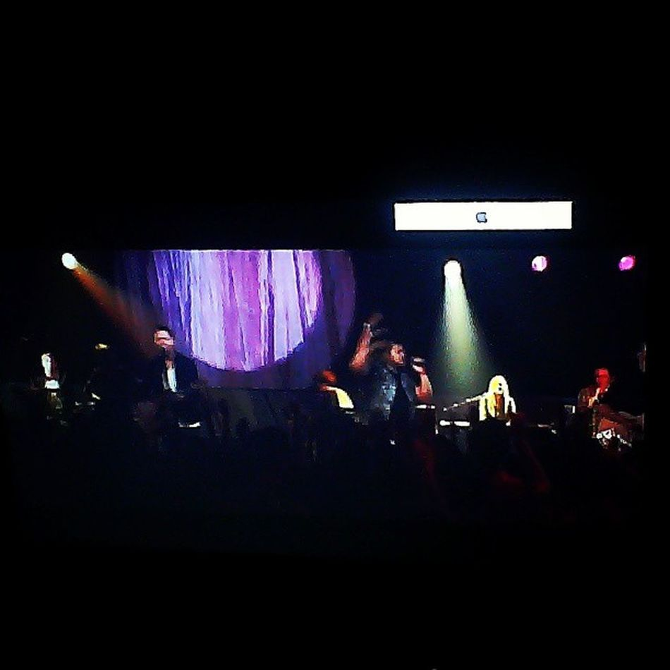 :) Nada mal el concierto en casa con Hillsong GloriousRuinsDVD
