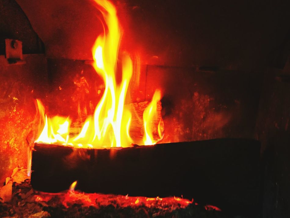 Fire - Natural Phenomenon Flame Burning Heat - Temperature Winter Fire Warm Lareira Fogo Close-up No People Indoors