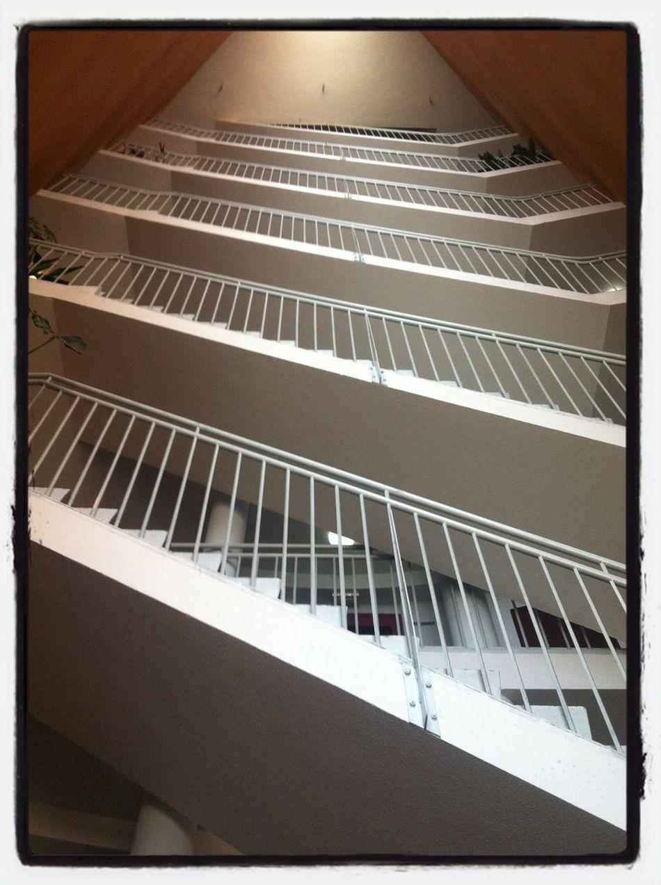 Un mal día lo tiene cualquiera. - Anyone can have a bad day. Working Stairs Escaleras Barreras Arquitectónicas