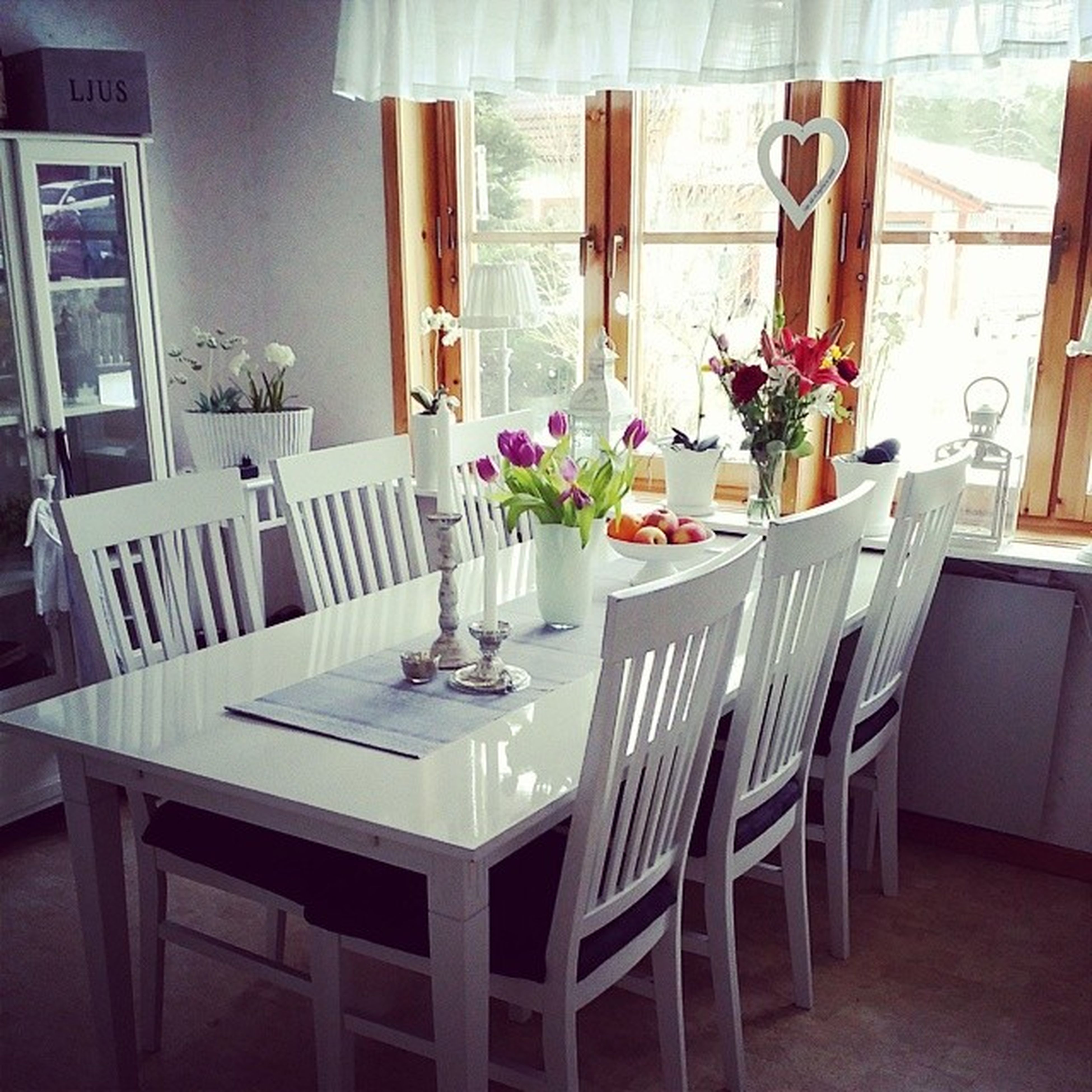 Sådär, då kan man sitta många runt bordet här hemma också! ? Tackmamma ?
