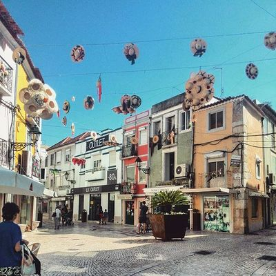 Another one from Setubal ... hanging hats. Hats Latergramming Lisbonlife portugal_em_fotos decoration town finditliveit