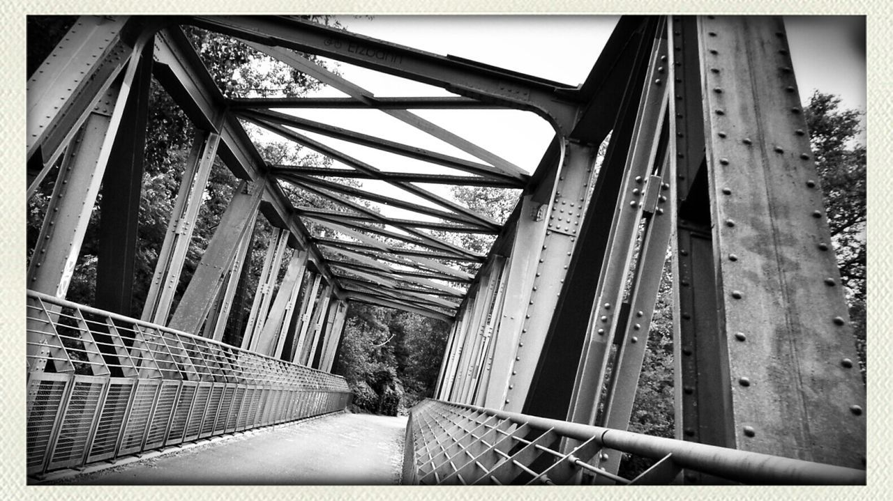 i live beneath the bridge, and sleep inside a fridge; marie you are the wild blue sky, men do foolish things, you turn kings into beggars- and beggars into kings.. TheMinimals (less Edit Juxt Photography) Bochum Geknürzel Blackandwhite