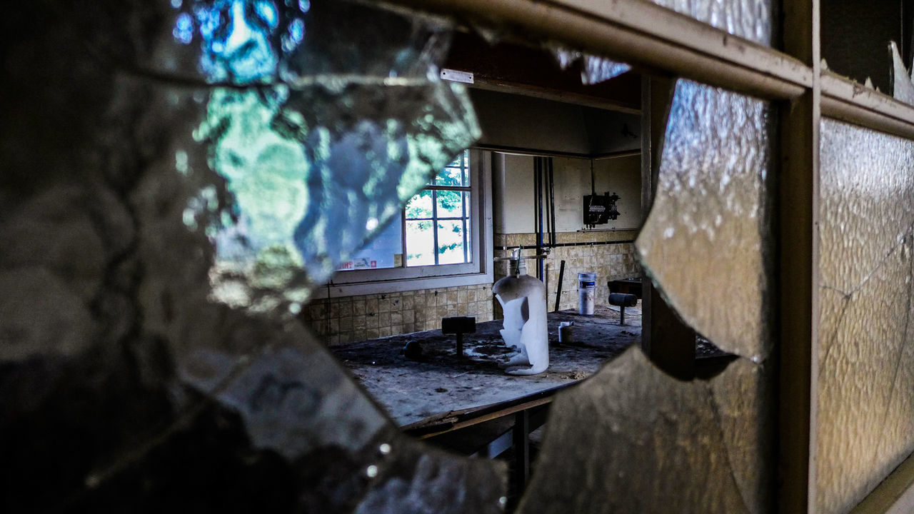 Window Abandoned Indoors  House Home Interior Destruction Architecture No People Discovering Abandonedplaces Lostplaces Urbexphotography Urbexworld Urbex Photography Photograph Abandoned Places Urbexexplorer History Science Lab Science And Technology Day Built Structure