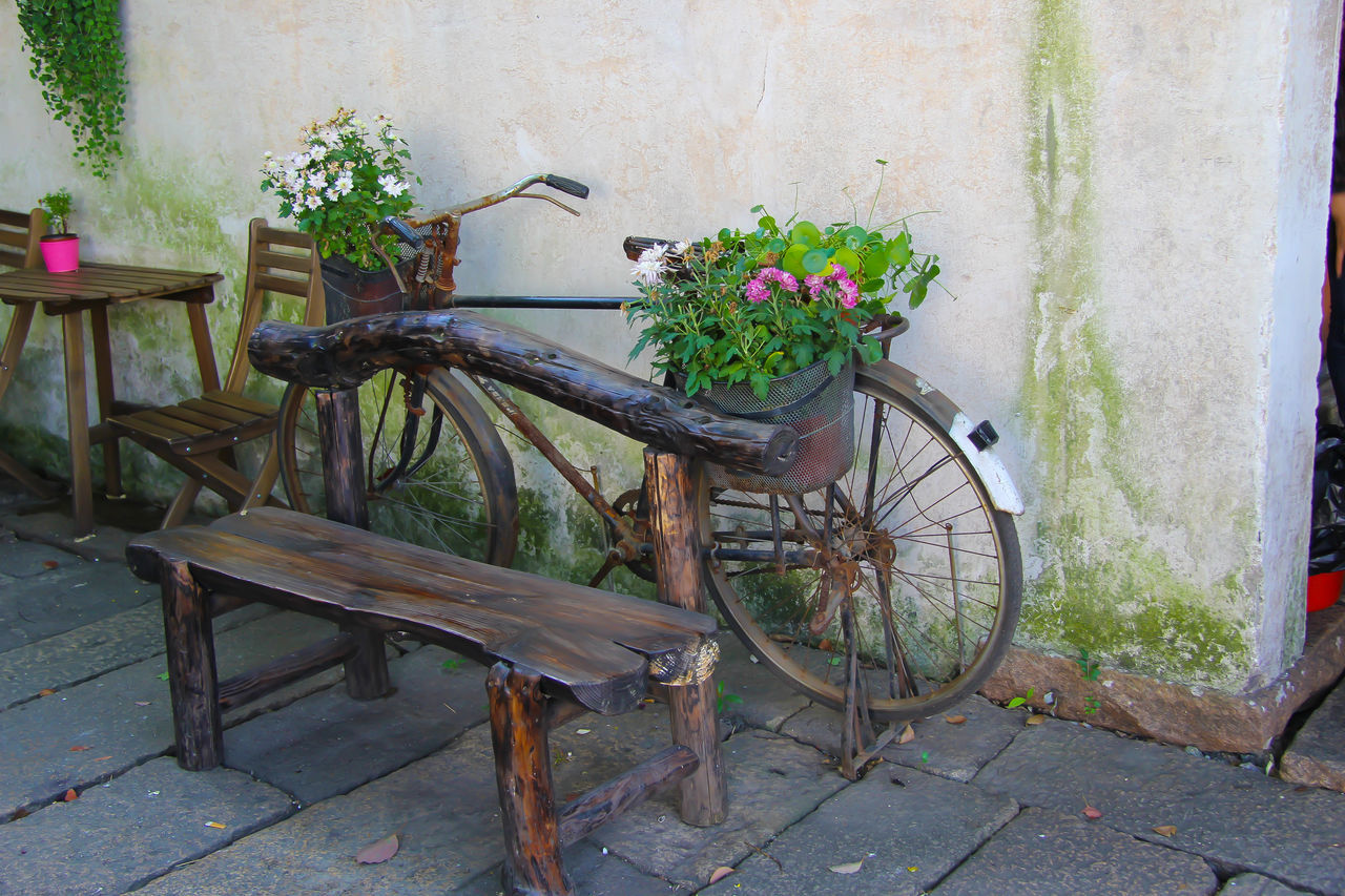 Alley Bicycle Close-up Day Flower Flower Decoration No People Outdoors Watertown Wood - Material Wuchen The Great Outdoors - 2017 EyeEm Awards
