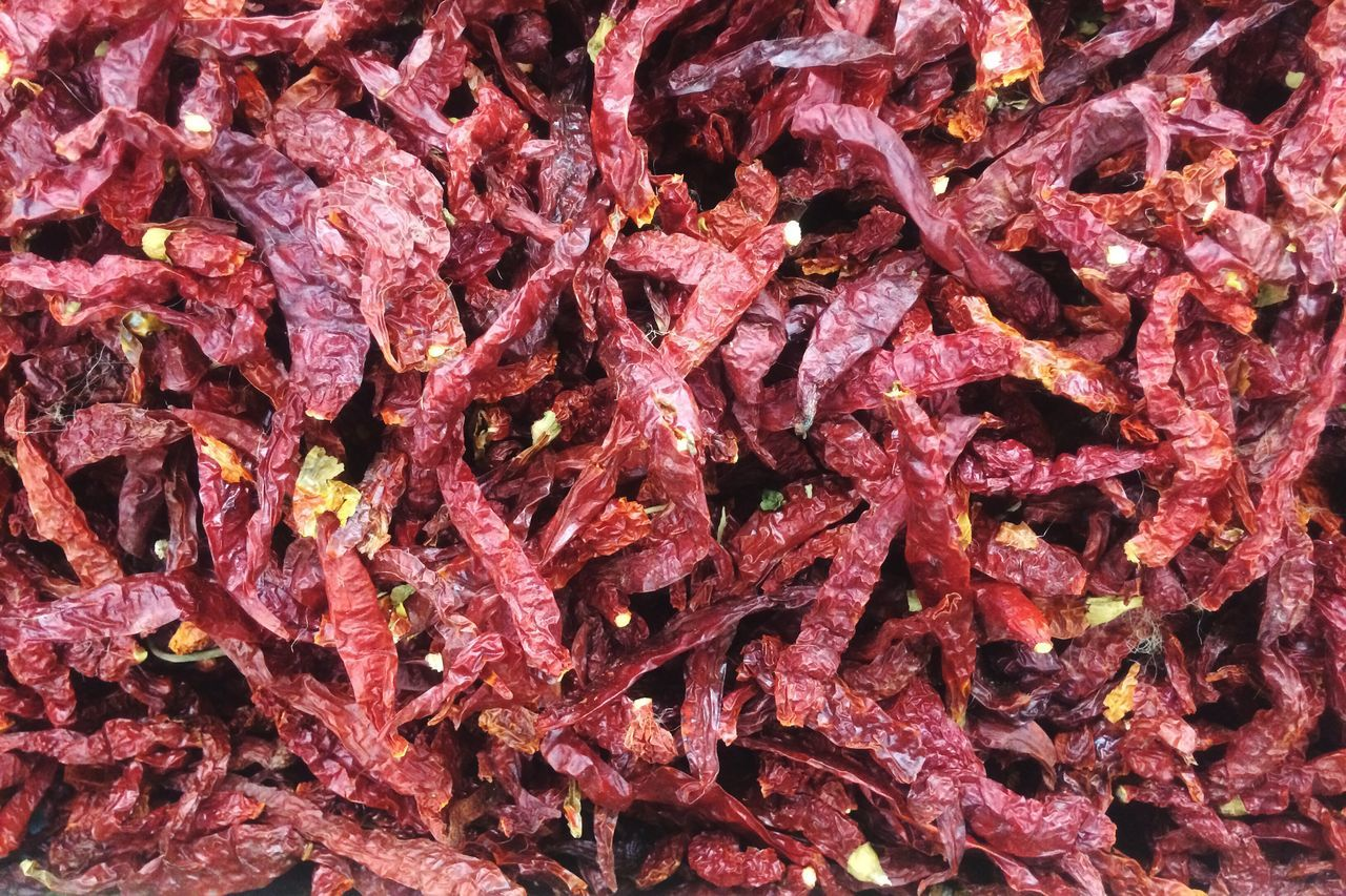 Full Frame Backgrounds Red Abundance Close-up No People Dried Chillies Chili  Chili Pepper Market Stall Stall Retail  Market Large Group Of Objects Spice Red Chili Pepper Red Food Food And Drink Textured  Freshness Day Nature Outdoors Ready-to-eat