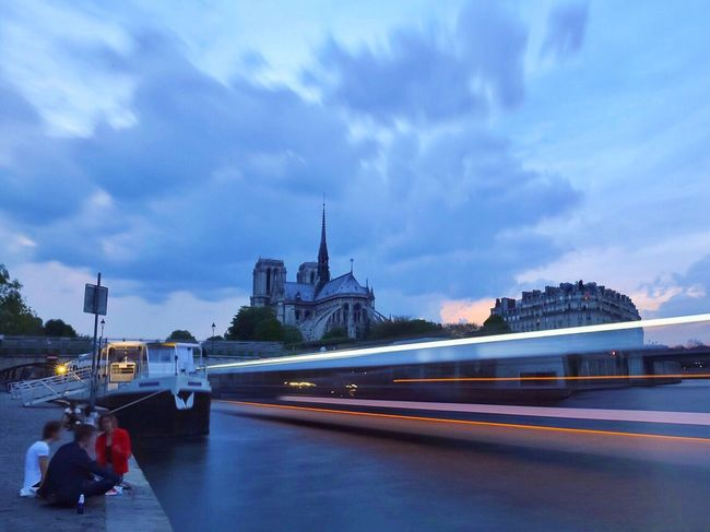 Good evening Paris! Bonne Soirée! Paris Eyem Best Shot - Architecture Photooftheday Parisweloveyou EyeEm Best Shots Architecture Clouds And Sky Sunset