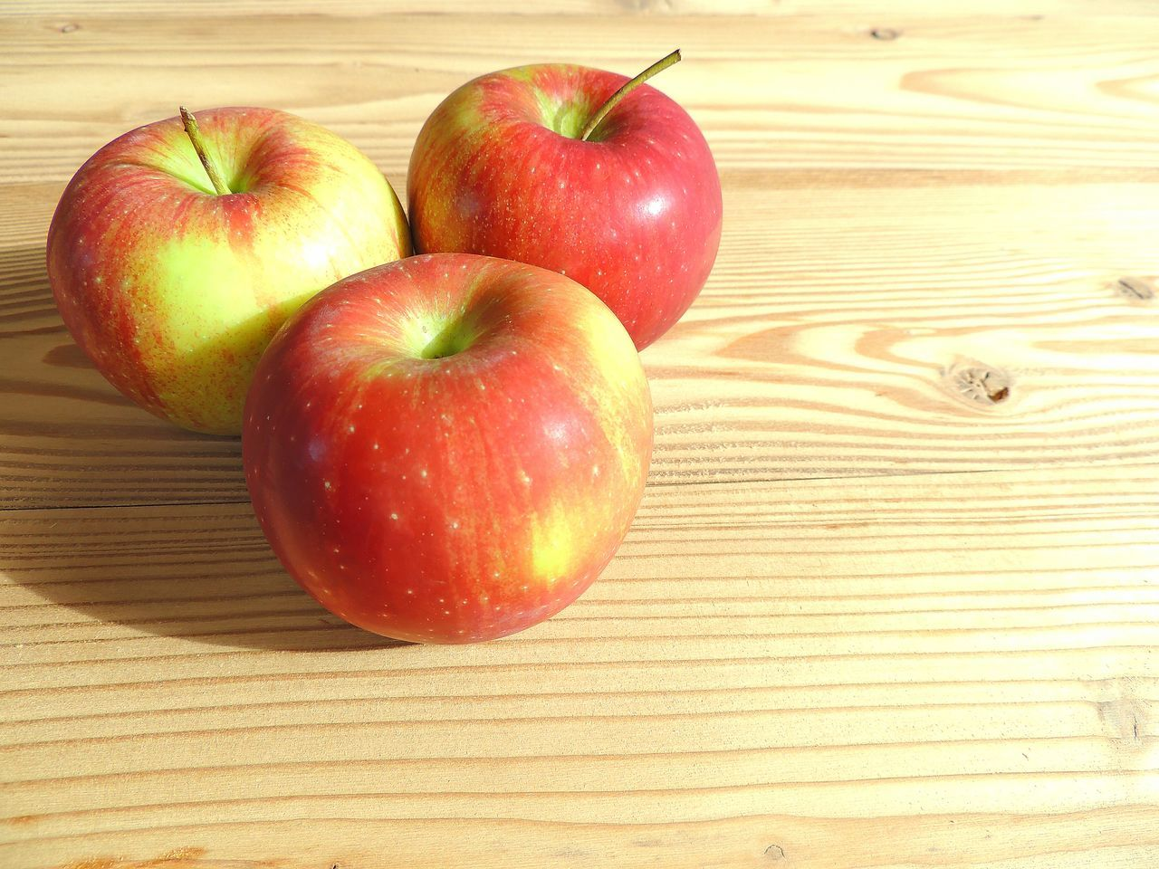 food and drink, fruit, food, healthy eating, apple - fruit, table, freshness, indoors, red, wood - material, no people, close-up, day