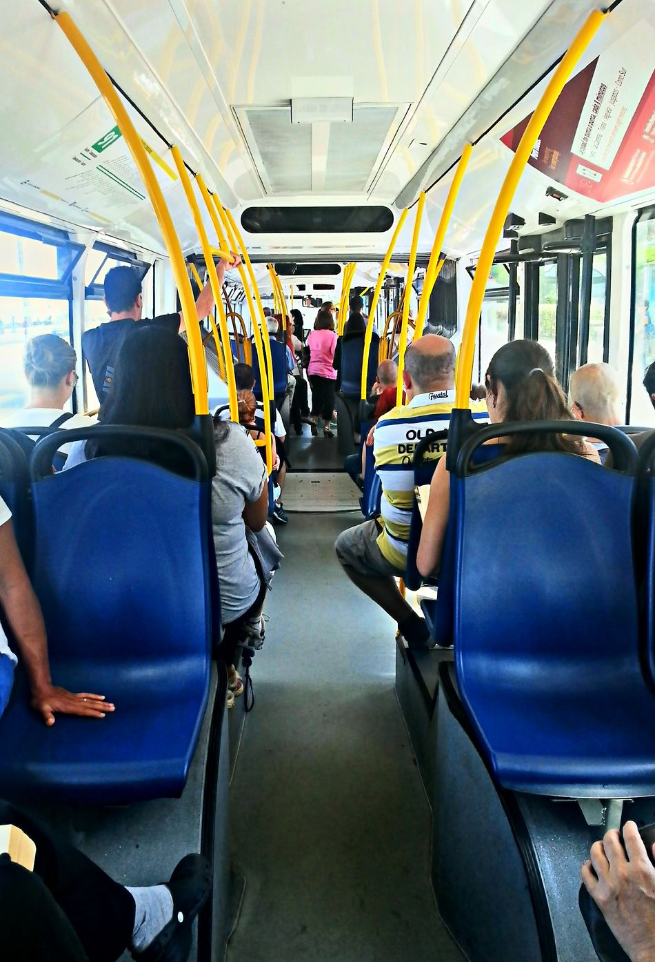 Happy weekend Eyeemerss!!! Feliz fin de semana Eyeemer@ss!!! We Are Photography, We Are EyeEm ...Unknow PeoplE... Working Public Transport