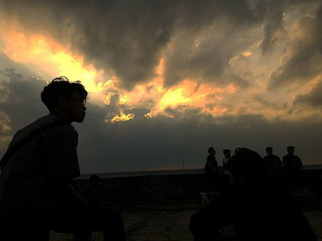 Anakrantau Sunset Brito Timorense Rooftop Shade Sunset Silhouettes sunset #sun #clouds #skylovers #sky #nature #beautifulinnature #naturalbeauty photography landscape Thegreatoutdoorswithadobe