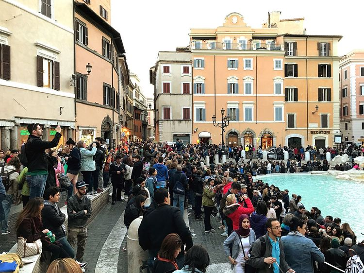 Expectation vs Reality: Trevi Fountain Roadtrip Roma Italy❤️ Large Group Of People
