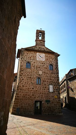 Building Exterior No People Architecture Low Angle View Built Structure Sky Archival History Travel Destinations Medieval Outdoors Clock Clock Tower Day Clock Face Astronomical Clock