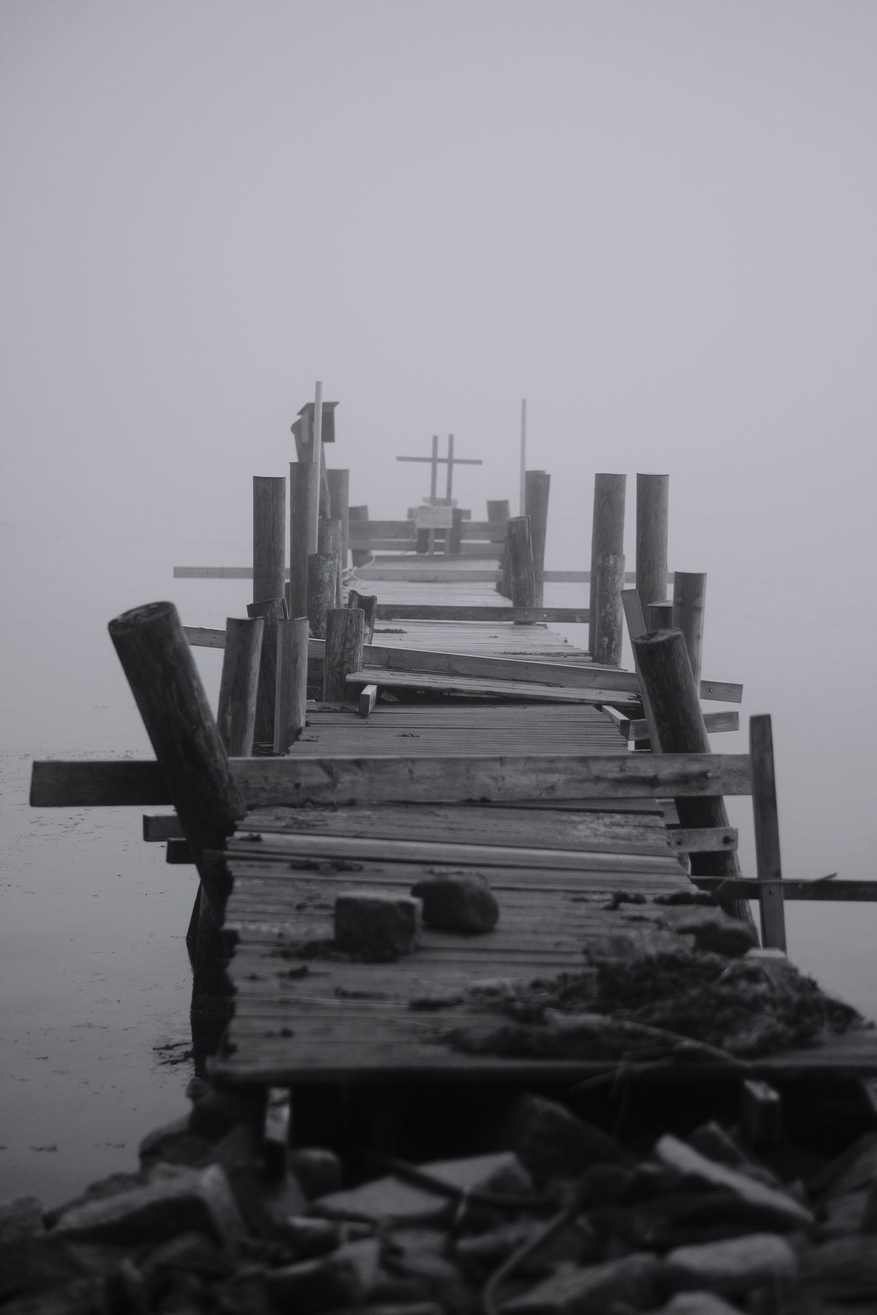 Foggy No People Built Structure Outdoors Foggy Day Fog Dimma Enjoying Life Taking Photos Eyeem Sweden January 2017 Eyeem Photography Blancoynegro EyeEm Best Shots - Black + White Sweden Monochrome Eyeem Black And White Eyeem Monochrome Monochrome Jetty Brygga FUJIFILM X-T2 Fujilove X-t2 XF56mmAPD Sweden Svartvitt