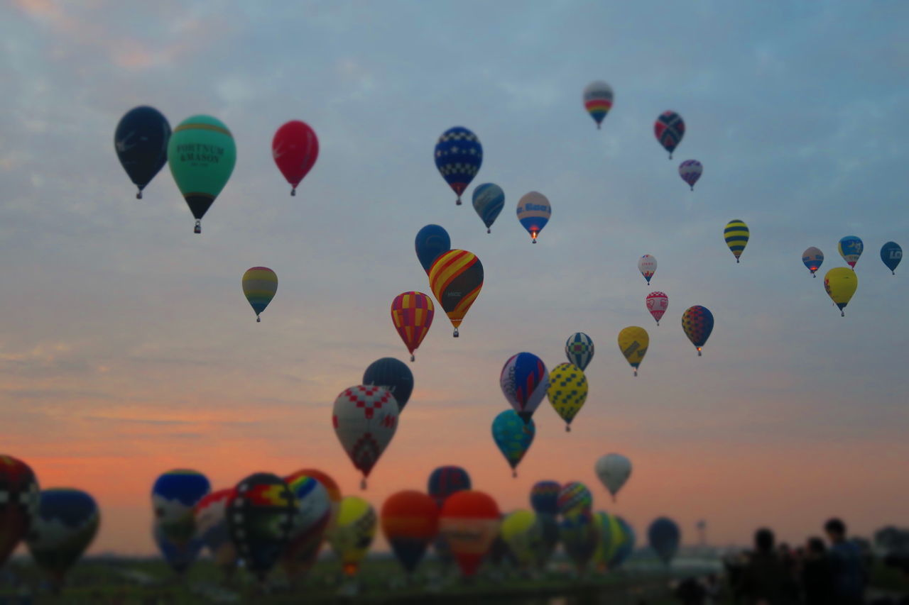 Hot Air Balloon Flying Multi Colored Variation Ballooning Festival Sky Transportation Large Group Of Objects Outdoors Day No People 佐賀市 Saga,Japan Autumn Morning Glow Morning Sky バルーン 😚 熱気球