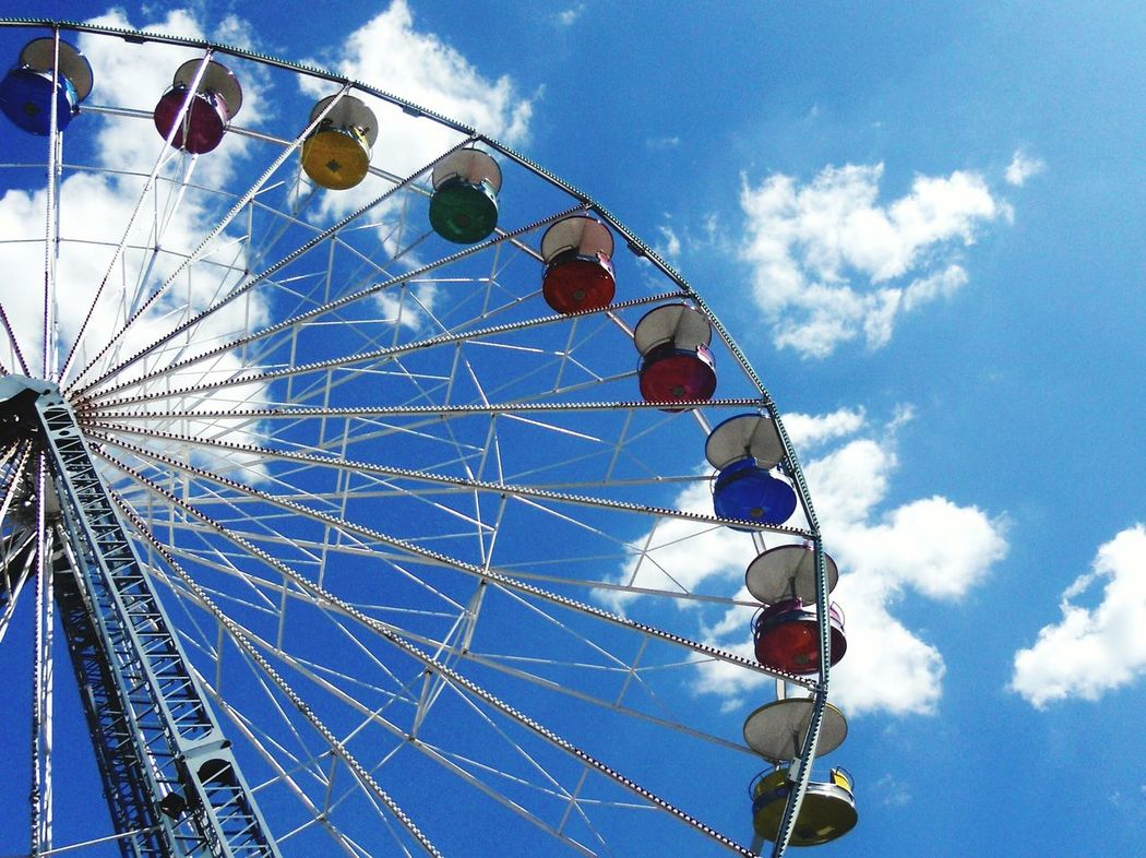 Ferris Wheel Ferriswheel Ferris Wheels Sky And Clouds Touching The Sky Up High Looking Up Up Up And Away Carnival Carnival Rides Color In The Sky Amusement Ride Amusementpark Amusement Parks Things I Like Blue Wave