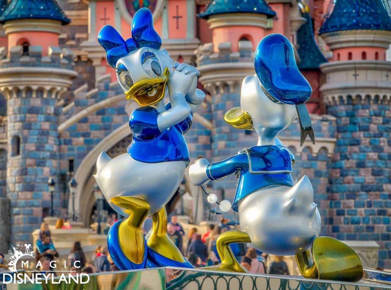 Sculpture Outdoors HDR Sparkle 25thanniversary Travel Destinations Disney Anniversary Amusement Park Disneyland Disneylandparis Disneyland Paris Disneyland Resort Paris Magic Donaldduck Sparkling