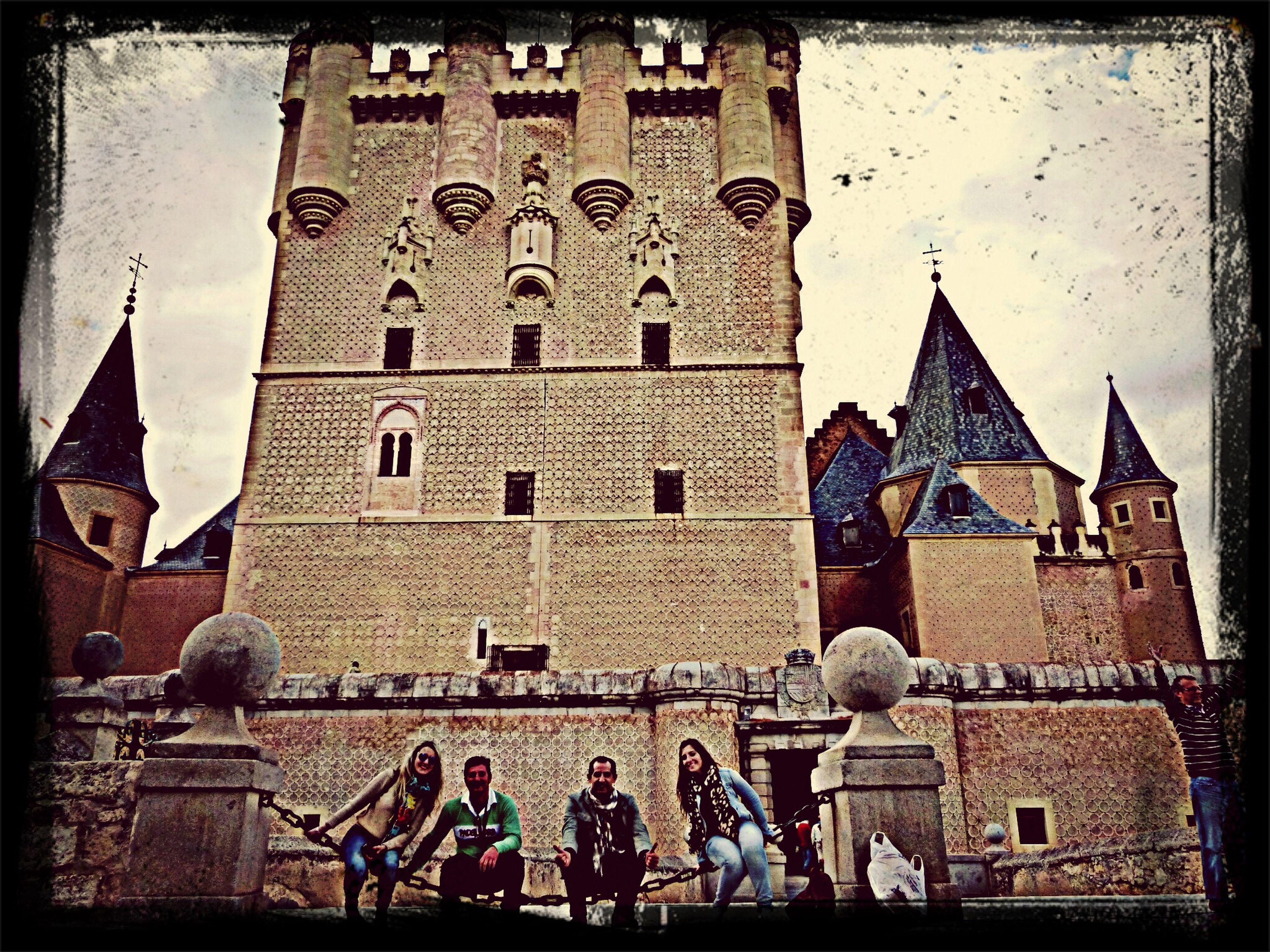 Con los mejores amigos en la entrada al Alcazar de Segovia Taking Photos Enjoying Life Travel Best Friends
