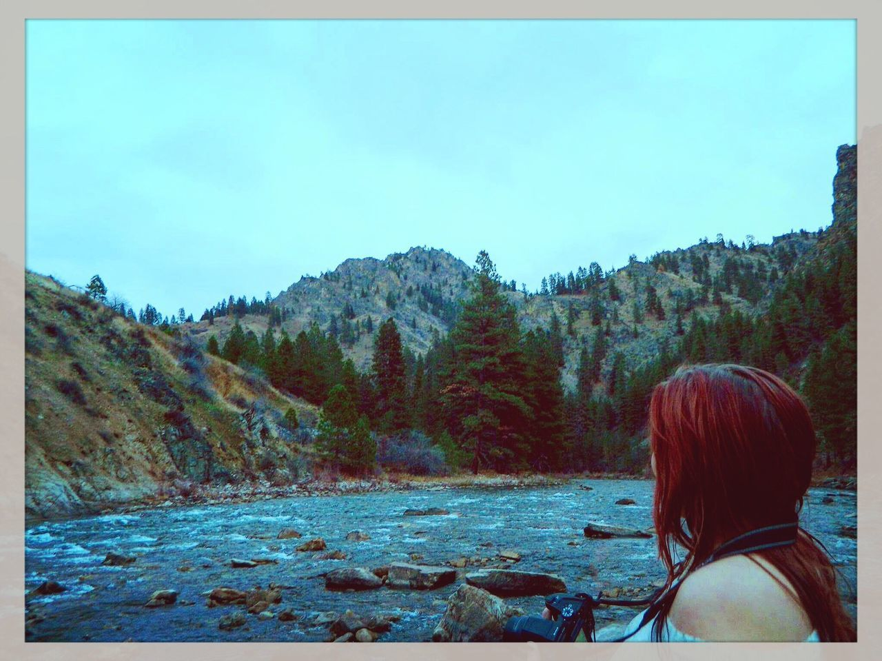 rear view, real people, one person, nature, tree, women, mountain, tranquility, leisure activity, sky, scenics, day, beauty in nature, tranquil scene, lifestyles, outdoors, headshot, clear sky, water, young women, one young woman only, young adult, adult, people