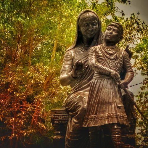Statue Mobile Photography Shivaji Maharaj Jijau Mata