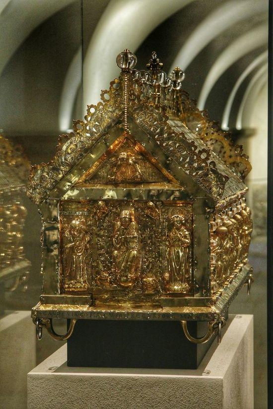 Indoors  No People Precious Gem Gold Reliquary