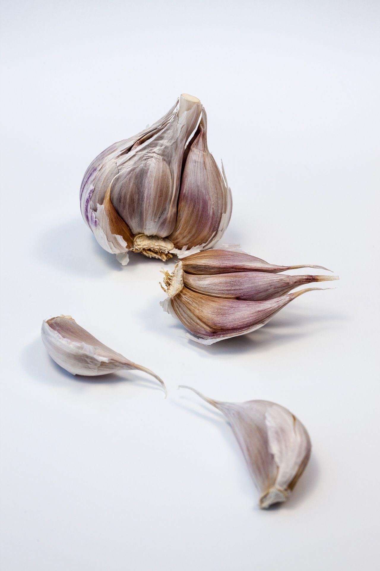 Garlic Studio Shot White Background Garlic Garlic Bulb Food Food And Drink No People Healthy Eating Freshness Close-up Garlic Clove Foodphotography Foodpics EyeEm Best Shots EyeEm Gallery