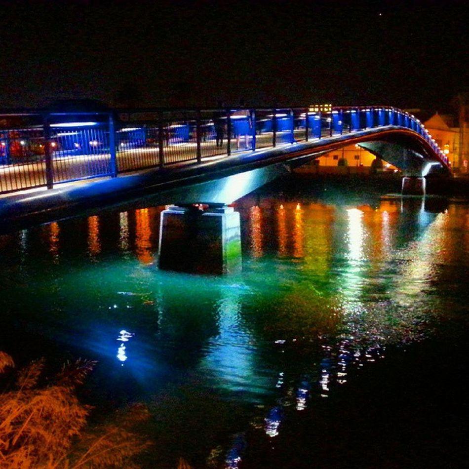 Pasarela sobre el río Guadalete, El Puerto de Santa María. Cádiz. /// Pedestrian bridge over Guadalete river. El Puerto de Santa Maria, Cádiz, España  ************************************************* ************************************************* ★★★★FOTO SELECCIONADA POR★★★★ 👉🏼@roadwarrior_hdr -I am very grateful to have been featured in this fantastic gallery. Please follow and tag. -Muchas gracias por elegir mi foto para incluirla en esta increible y fantástica galería. Desde aquí animo a todos seguirla y usar su etiqueta. ************************************************* Igerselpuerto Elpuertodesantamaria Total_bridges Loves_bridges Every_bridge Andalucia_monumental Loves_cadiz Todoclick Asiesandalucia Collection_andalucia Estaes_cadiz Ok_spain Igerscadiz Total_night Total_nightbridges Cities At Night Best2gram Ig_great_pics Puentes Your_worldcaptures Sinfiltros Ig_shotz_bridges IG_andalucia Insta_world_free Roadwarrior_hdr