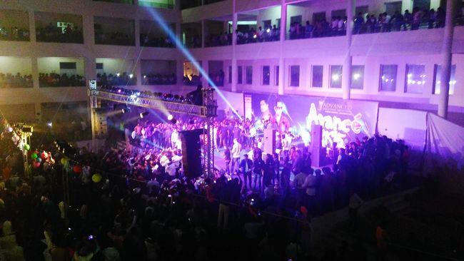 Live Muzic college Young Men mob