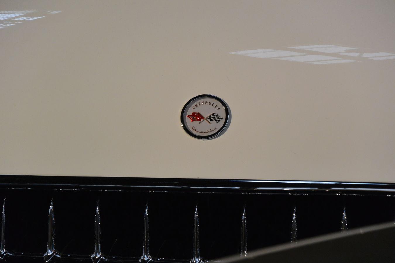 American Cars Car Grille Chevrolet Corvette Chevrolet Corvette C1 Collector's Car Corvette Indoors  Logo Paris International Motor Show 2016 Voiture De Collection White