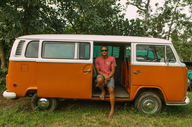 choose (easy) adventure 🌴👨🏽 #easyadventure #baler #kombi #aurora #philippines #canon #canon6d #vsco #vscocam Baler Aurora BalerAuroraPhilippines Man Nature Philippines Stopover Travel Adventure Baler Canon Easyadventure Kombi Land Vehicle Looking At Camera One Person Orange Color Outdoors Portrait Real People Sitting Tree Van Vintage Vintage Cars Wolkswagen
