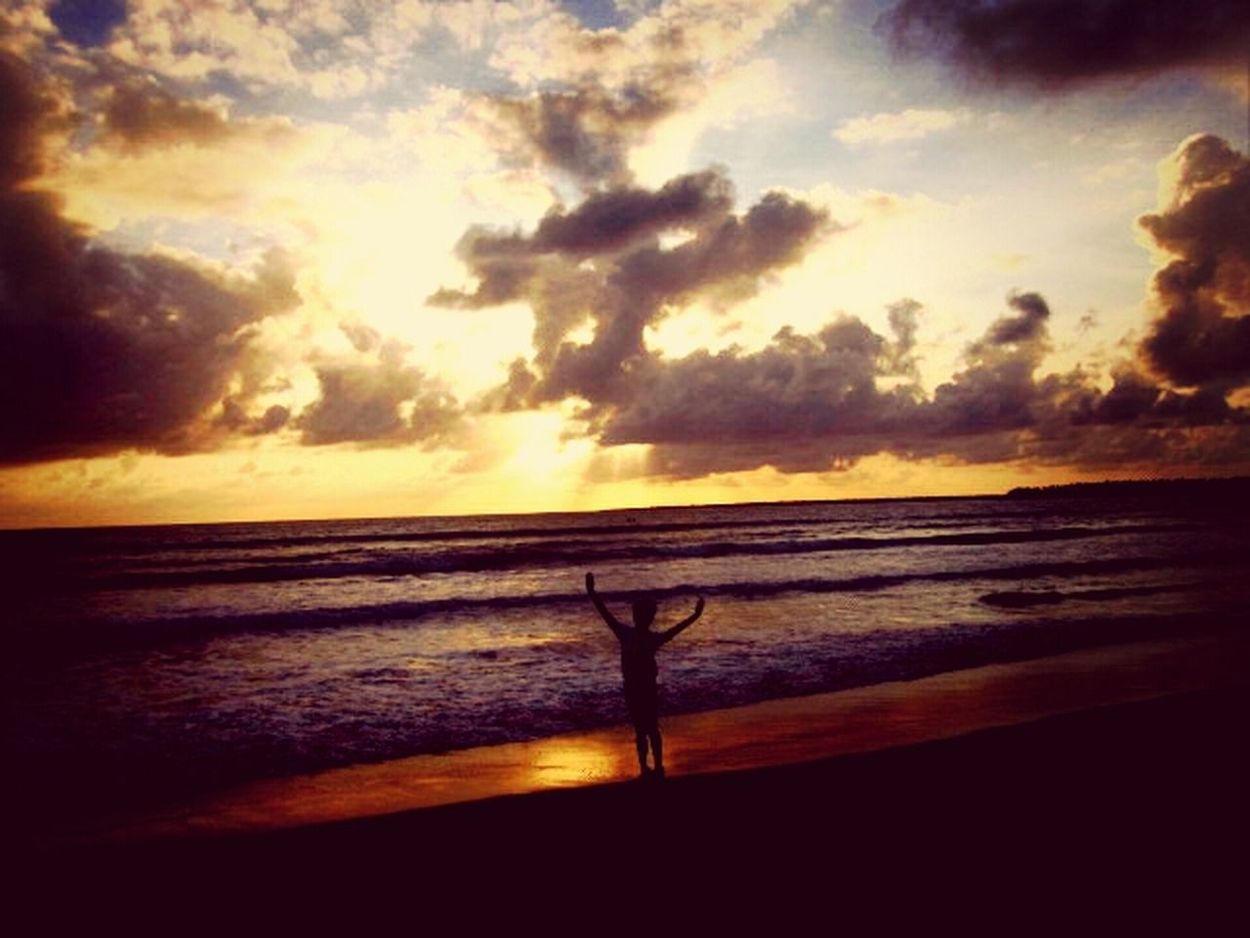 I just love the slty air in the beach. The sand. Sunrise. And everything. Huahua