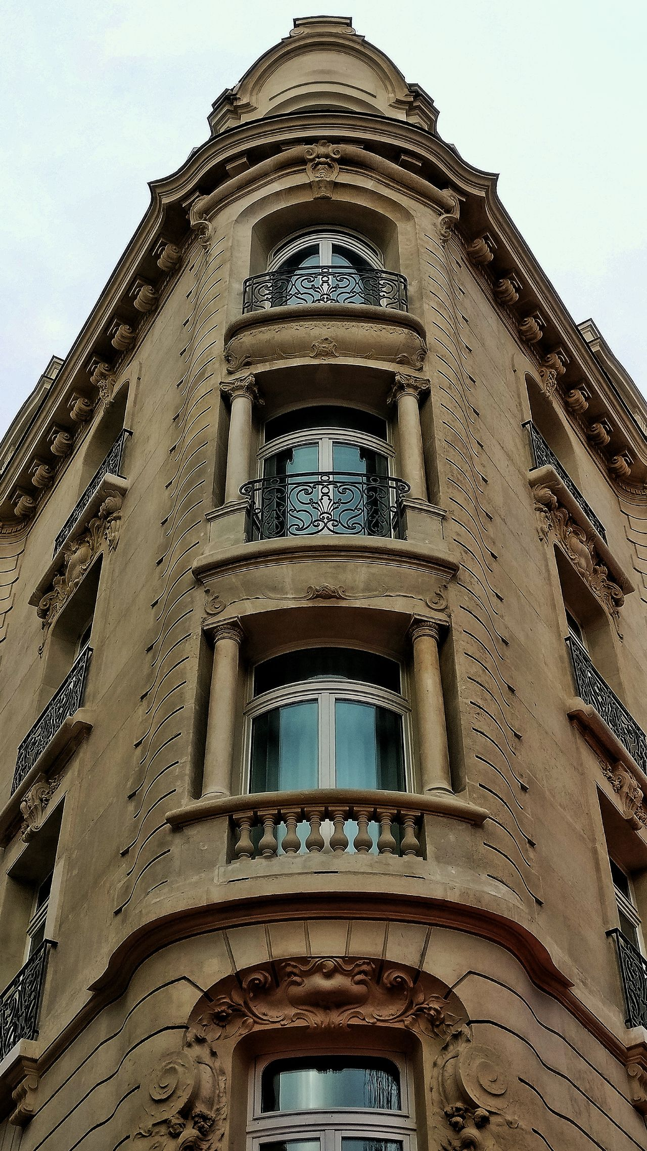 Low Angle View Architecture Built Structure Building Exterior No People Sky Outdoors Day Snapseed Oneplus3 OneplusShot France 🇫🇷 PhonePhotography AndroidPhotography Plus Belle Avenue Du Monde Champselysées