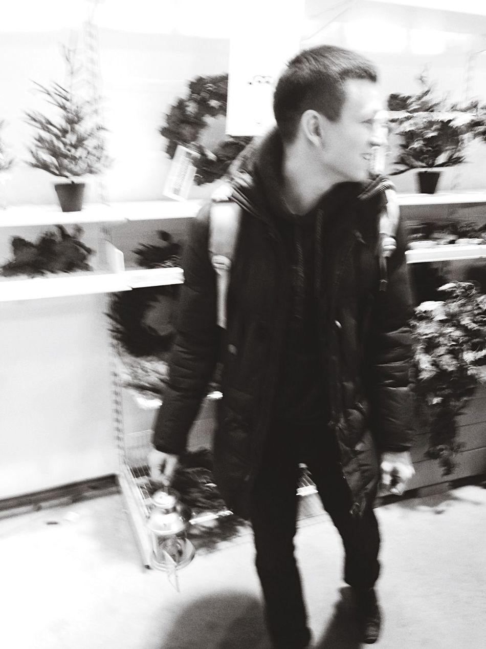 Снова приезжал друг, снова ходили по магазинам. Shopping мега