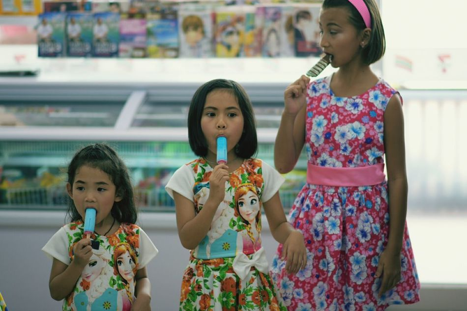 Summer Child Girls Females Mother Mid Adult Toddler  Business Finance And Industry Family Childhood Offspring Small Group Of People Women Supermarket People Adult Occupation Togetherness Outdoors Day