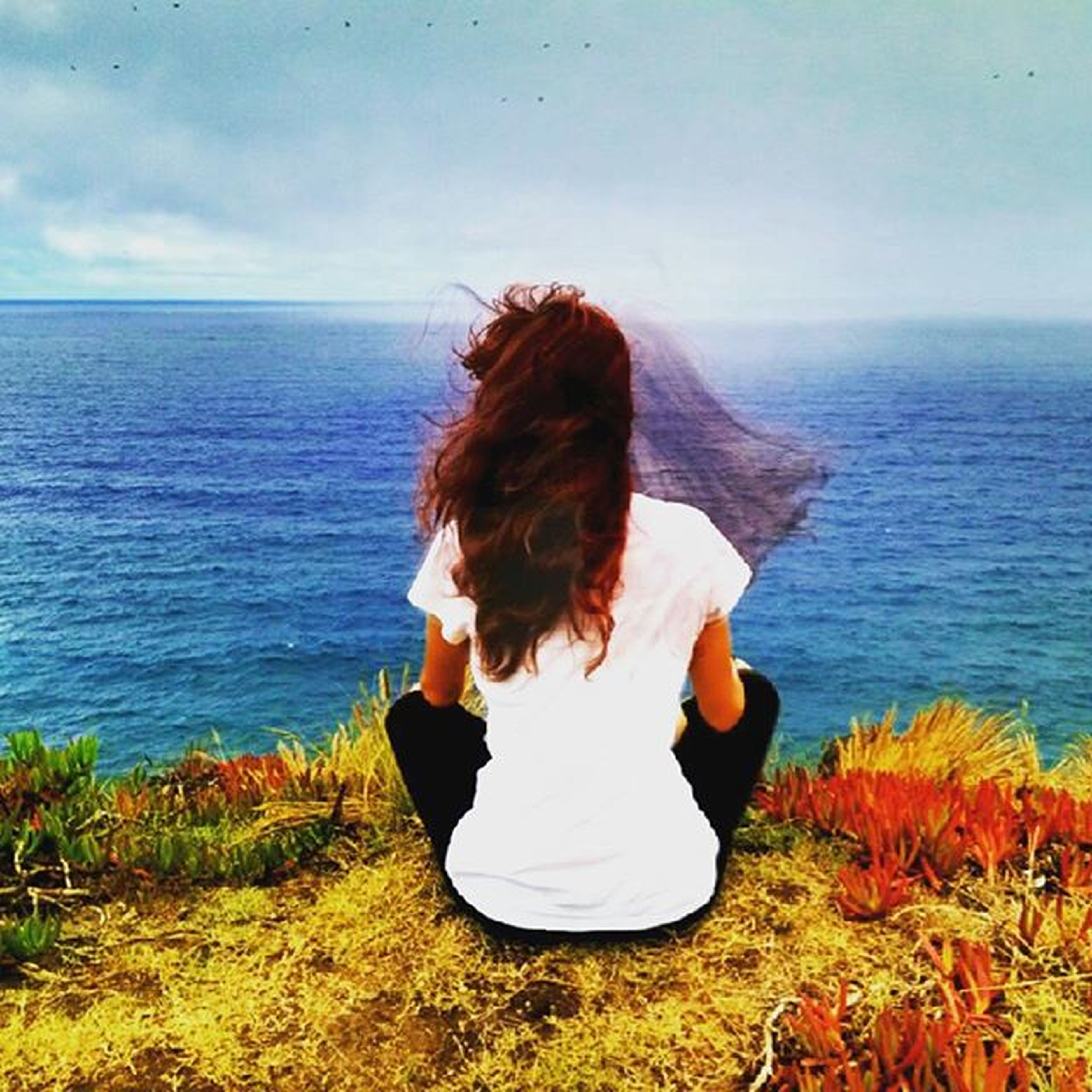 sea, horizon over water, water, rear view, sky, lifestyles, leisure activity, tranquility, tranquil scene, beauty in nature, scenics, nature, person, long hair, beach, idyllic, vacations, sitting