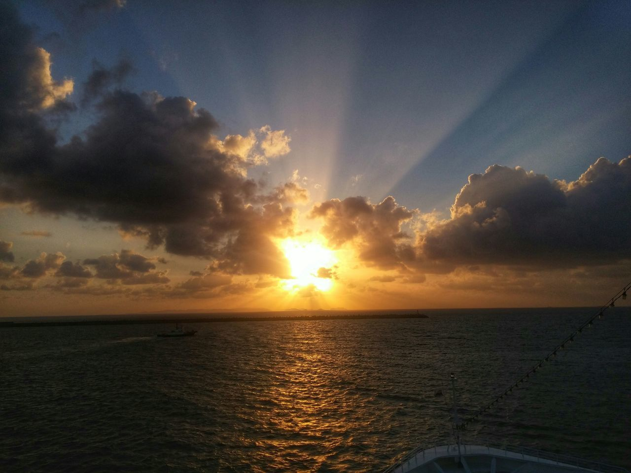 Yesterday as the Sunset, we bid farewell to Nahaport Okinawa Japan and sail back Taiwan. Sunrays Let There Be Light! Clouds And Sky LG G3 Capture The Moment My Year My View