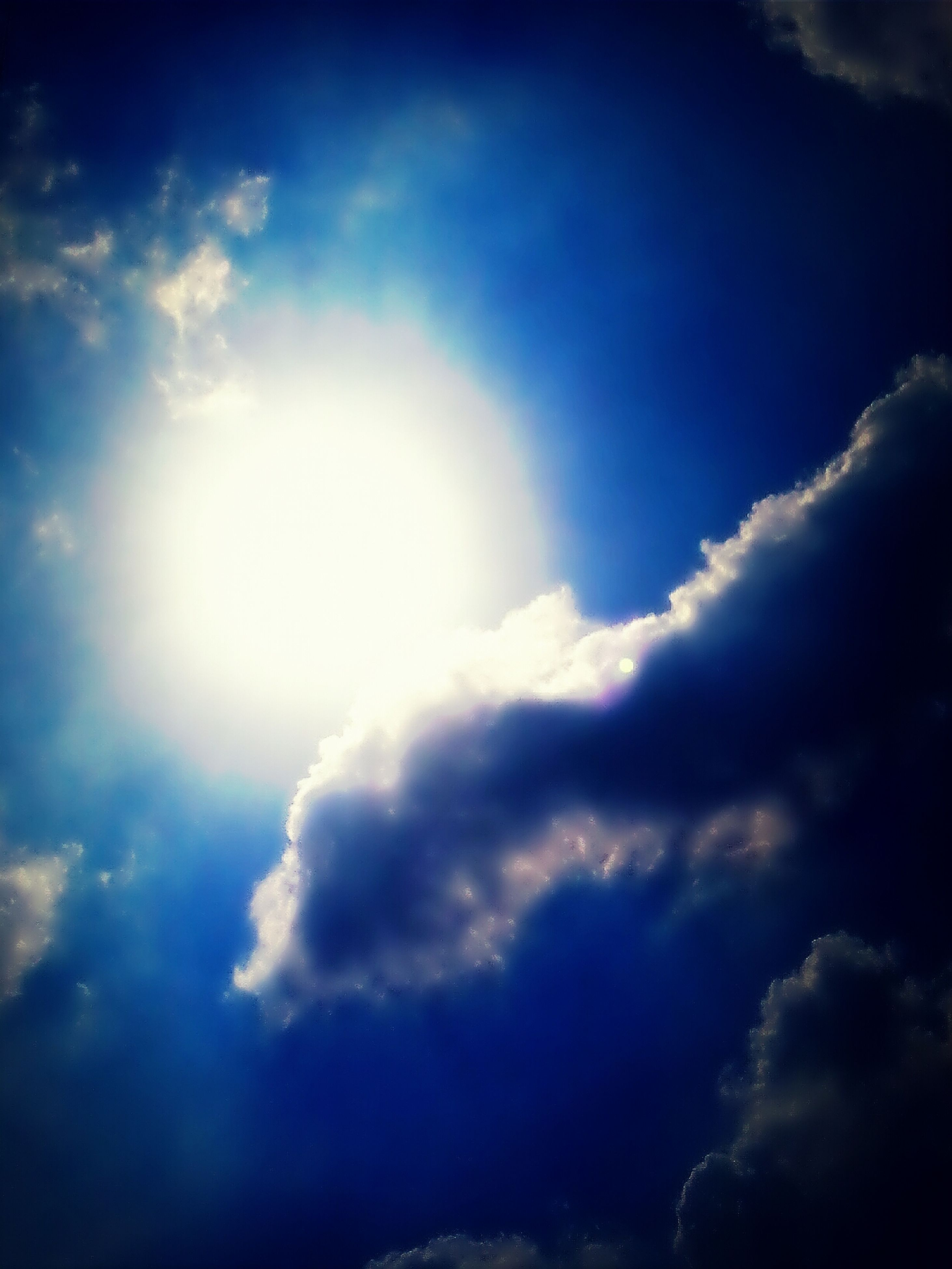 sky, cloud - sky, low angle view, sky only, beauty in nature, tranquility, sunbeam, sun, scenics, cloudy, cloudscape, nature, tranquil scene, cloud, sunlight, blue, idyllic, weather, outdoors, day