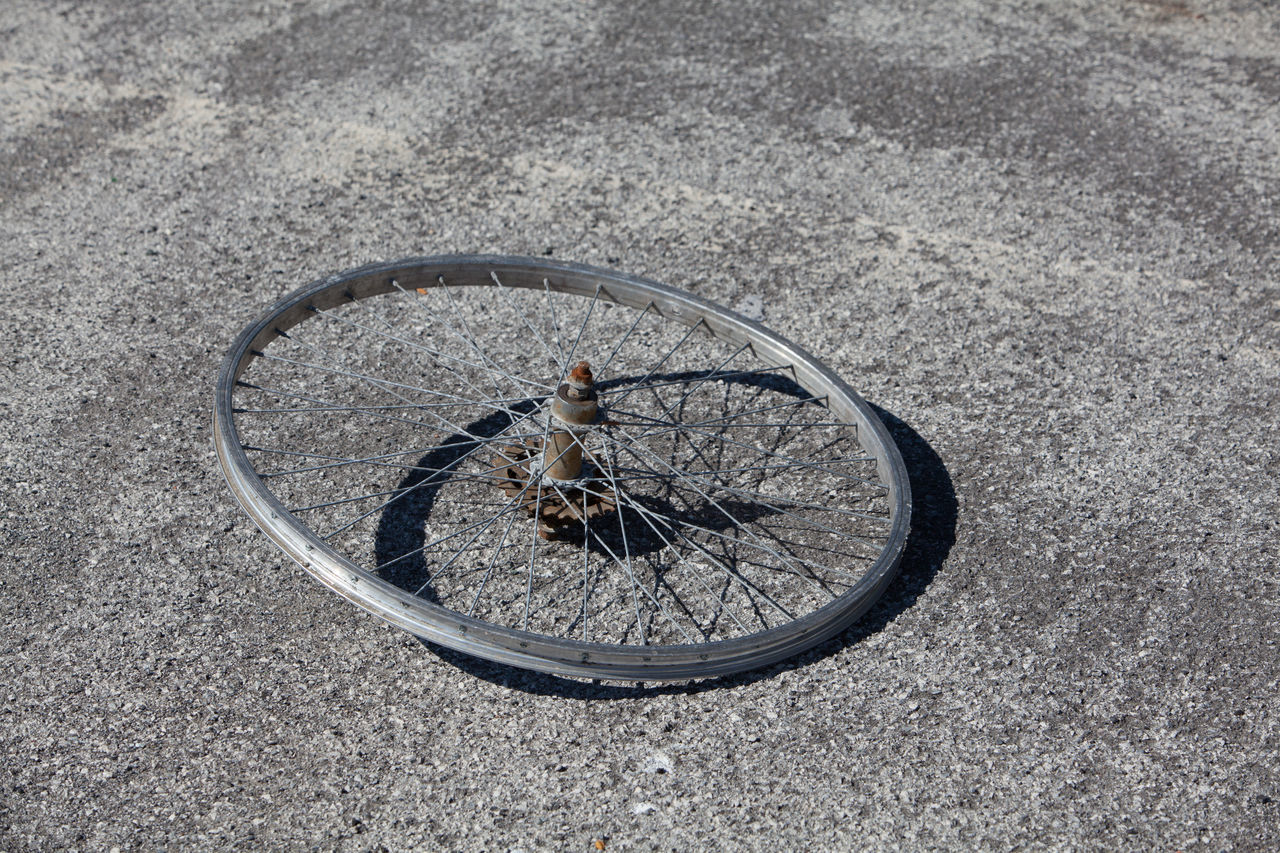 Abandoned Alluminium Asphalt Asphaltography Bycicle Circle Close-up Cycing Day EyeEm Best Shots EyeEm Gallery Mode Of Transport Nature No People Object Outdoors Parked Rays Stationary Wheel Wheels