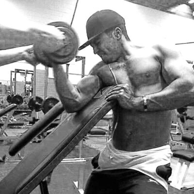 BodybuilderLifeStyle Dumbell Curls Gym