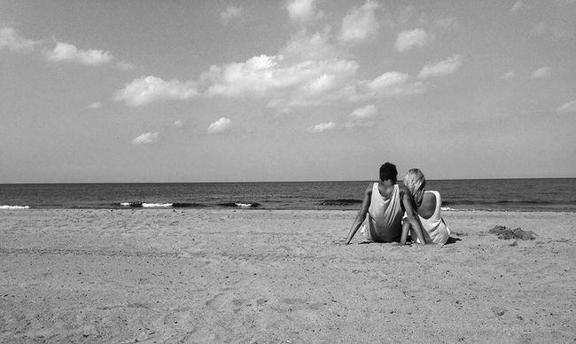 Holiday Beach Friends Enjoying The Sun